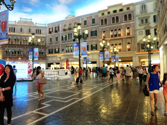 Venetian Mall, with indoor gondola and singing Filipinos (not in the picture)